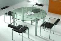 Актуальность стеклянной мебели